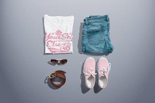Thumbnail für T-Shirt mit Rundhalsausschnitt Mock-up Female Version